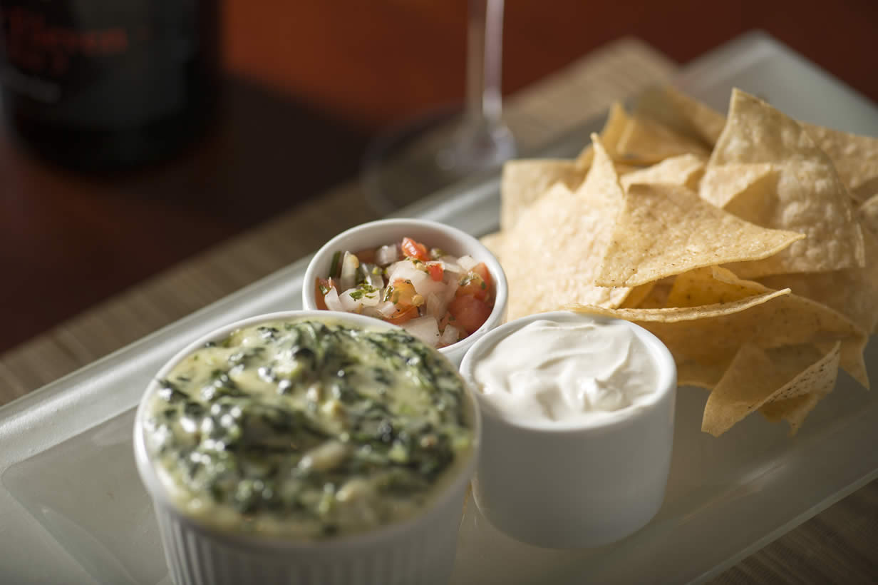 Spinach and cheese dip with nachos